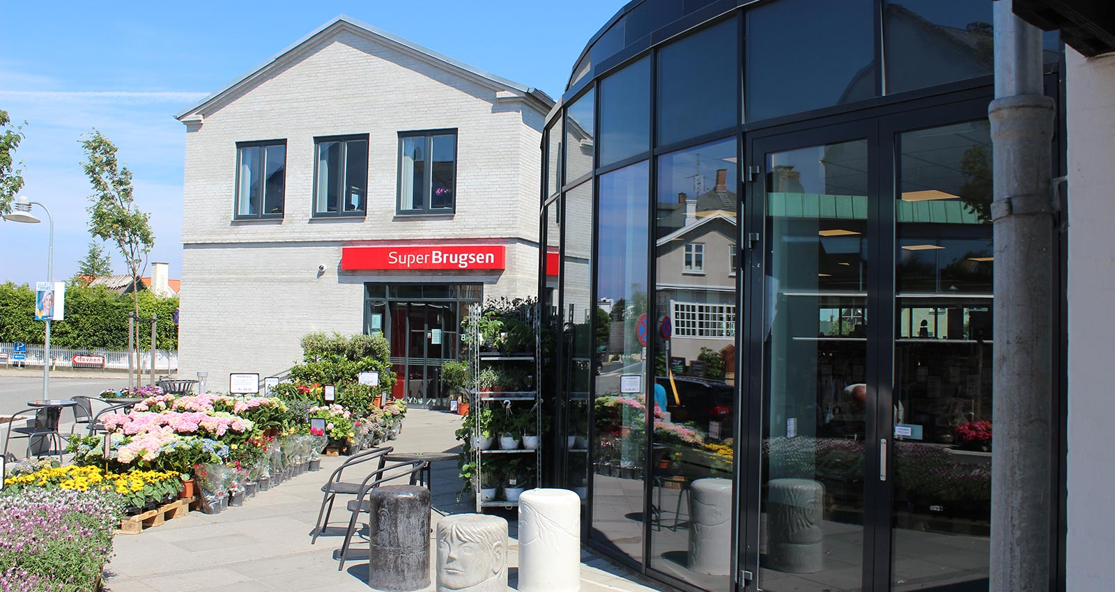 Super Brugsen Hornbæk - Extension of supermarket elegantly adapted to the townscape in Hornbæk