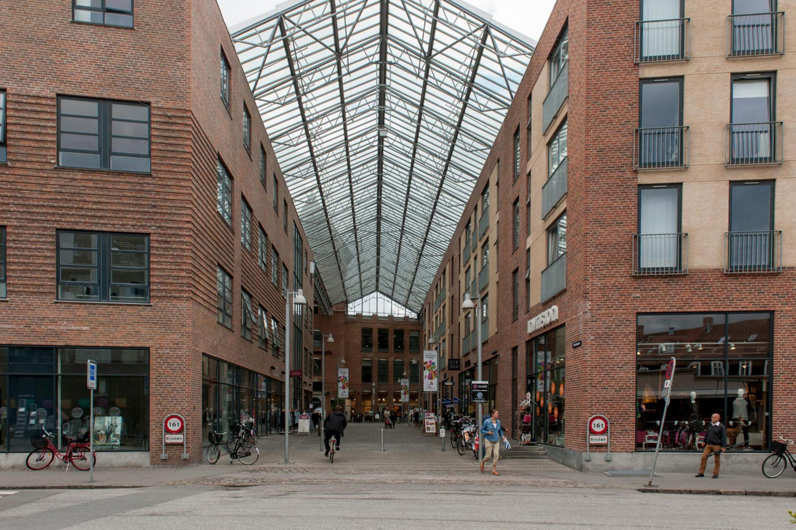 Spinderiet Valby - Lively neighbourhood and shopping streets on historic site in Valby